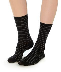 Chaussettes rayées noir.