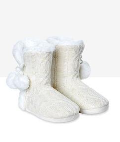 Chaussons bottines fourrés blanc cassé.
