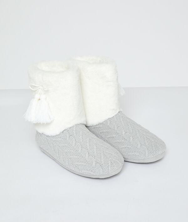 Pantoffellaarsjes gevoerd in twee materialen;${refinementColor}