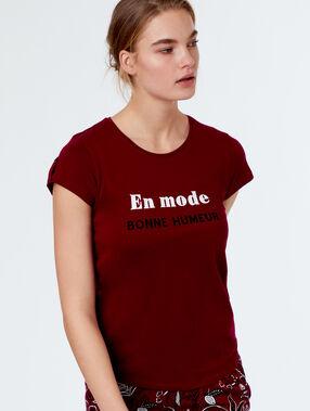 T-shirt imprimé à message bordeaux.