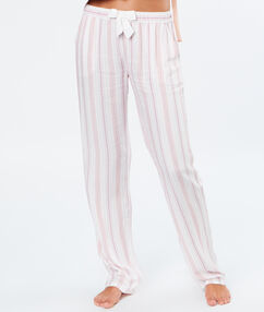 Pantalon rayé rose.