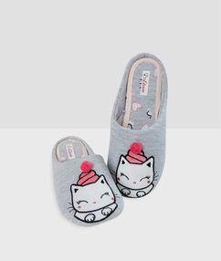 Chaussons imprimés petit chat gris.