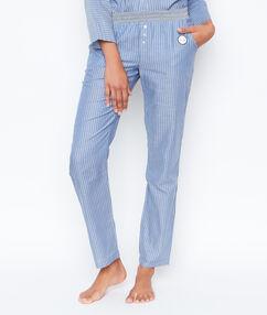 Pantalon rayé bleu.