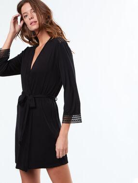 Kimono negligé zacht en vloeiend zwart.