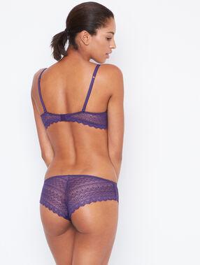 Shorty dentelle violet.