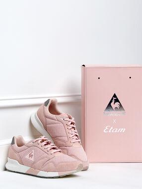 Sneaker en mesh rose poudre.