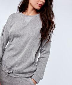 Sweat shirt avec poches gris clair.