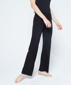 Pantalon fluide en viscose noir.