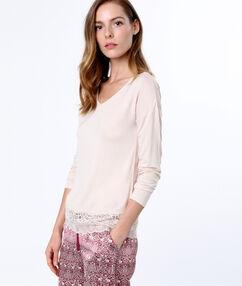 T-shirt bas dentelle rose.
