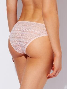 Culotte tout dentelle rose pâle.