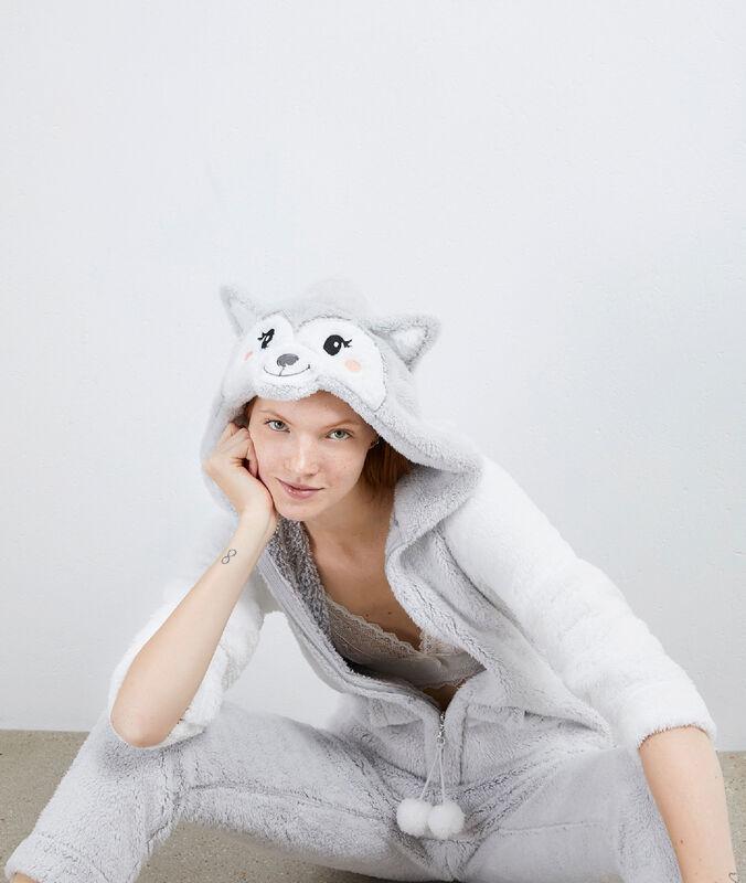 Combinaison pyjama gris clair.