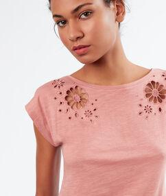 T-shirt ajouré rose.