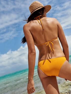 Bikini simple matiéré ocre.