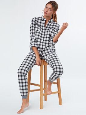 Chemise pyjama à carreaux noir.