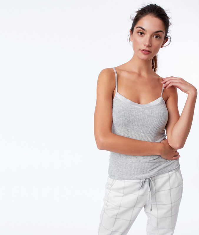 Top décolleté satin gris.