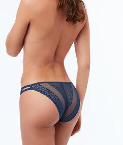 Broekje kant met elastische banden blauw.