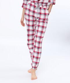 Pantalon à carreaux rouge.