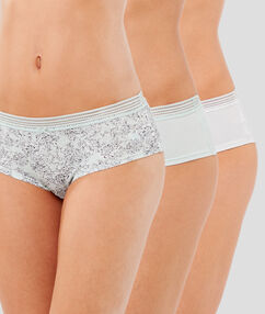 Lot de 3 shortys en coton ecru.
