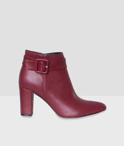 Boots à talons rouge.