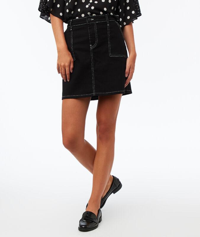 Jupe à poches plaquées surpiquées noir.