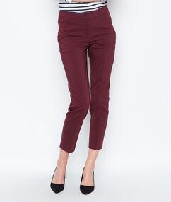 Pantalon cigarette prune.