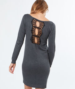 Robe pull dentelle au dos gris anthracite.