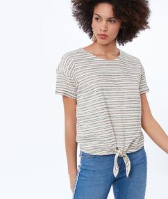 T-shirt met streepjes lichtroze.