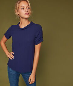 Blouse col montant dos ouvert ultra marine.
