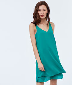 Robe à bretelles vert émeraude.