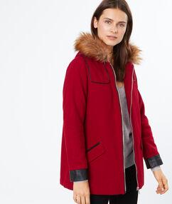 Manteau à capuche fourrure cerise.