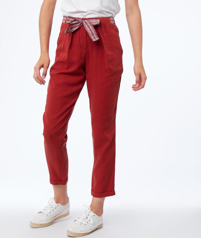 Pantalon carotte avec ceinture en tencel® rouge sienne.