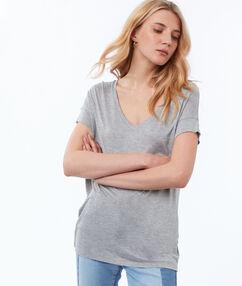 T-shirt col v gris clair.