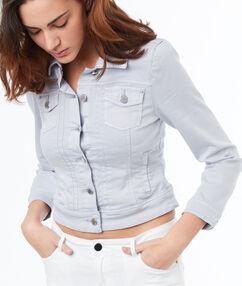 Veste boutonnée en jean bleu clair.