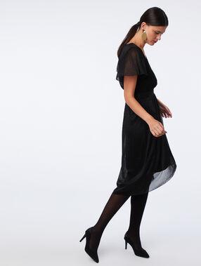 Robe mi-longue à fils métallisés noir.