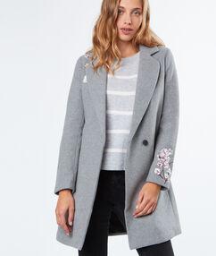Manteau à fleurs brodées gris anthracite.