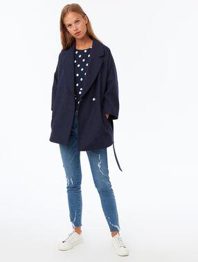 Manteau uni 3/4 avec ceinture bleu marine.