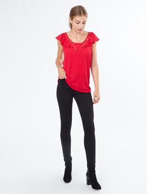 T-shirt manches volantées rouge.