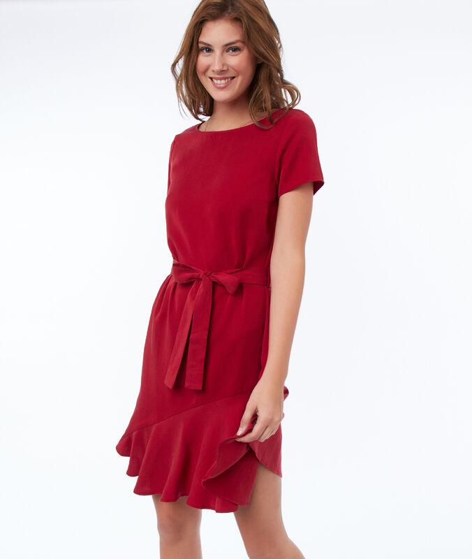 Robe unie ceinturée en tencel® rouge carmin.