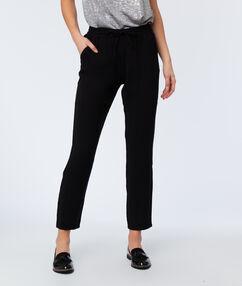 Pantalon fluide carotte noir.