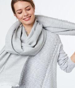 Écharpe douce gris chine clair.