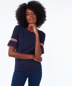 T-shirt avec manches à volants marine.