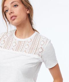 T-shirt manches courtes à guipures écru.