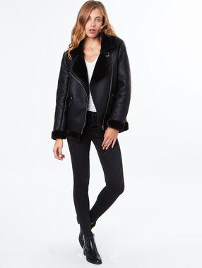 Manteau à empiècements en fausse fourrure noir.