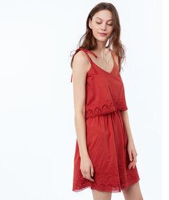 Robe à bretelles avec détails guipure rouge tomate.