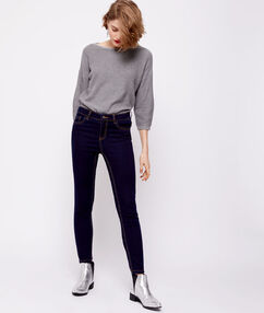 Pantacourt en jean brut.