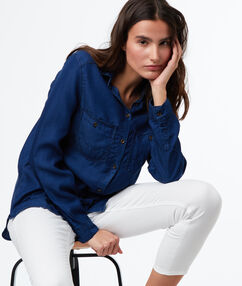 Chemise avec poches bleu marine.