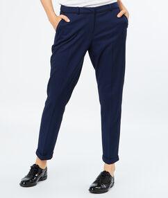 Pantalon cigarette bleu marine.