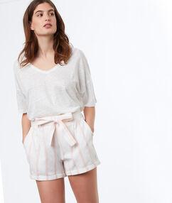 Short avec ceinture en coton rose pâle.