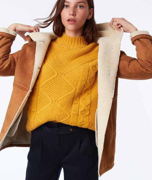 Manteau à capuche effet peau lainée