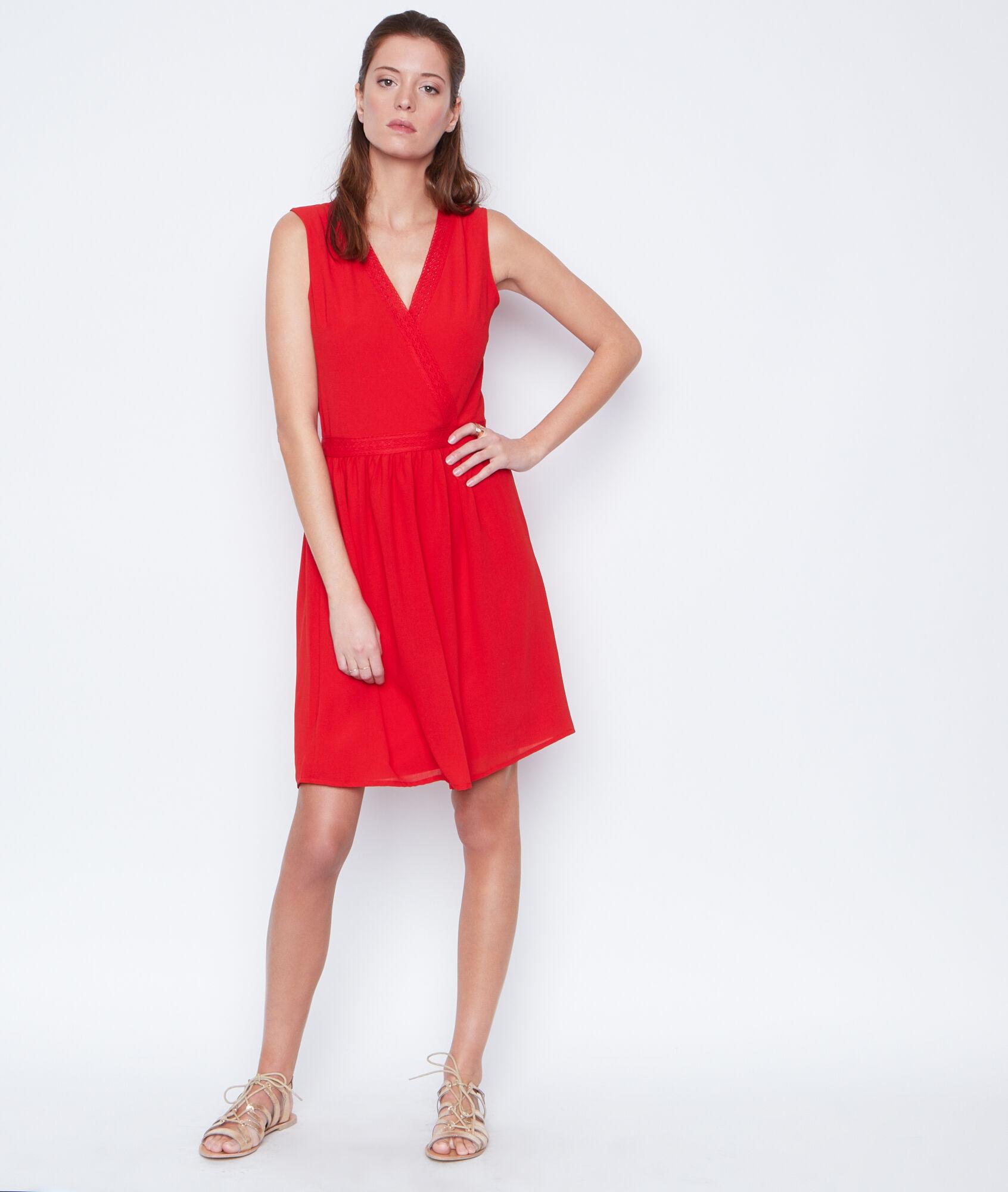 Robe en dentelle rouge etam